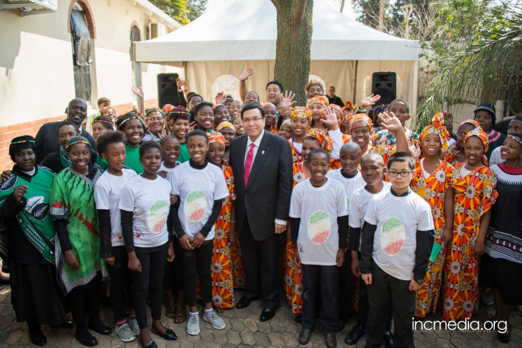 Group of Africans posing for photo with Brother Eduardo V. Manalo (Executive Minister of INC)